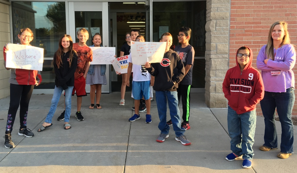 5th Graders Welcoming Students